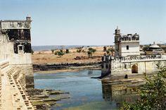 Rani Padmini, Visit India, Brave Women, Notre Dame, Palace, Indian, Explore, Adventure, Mansions