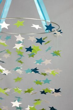Rock the Star mobile -- Wouldn't it be fun if they were the glow-in-the-dark stars like I stuck on my kids' ceiling? Diy Projects To Try, Crafts To Do, Crafts For Kids, Paper Crafts, Mobiles, Rooms Decoration, Hanging Decorations, Star Mobile, Idee Diy