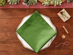 DIY Christmas Tree Napkins for Holiday Dinner Christmas Tree Napkin Fold, How To Make Christmas Tree, Christmas Makes, Homemade Christmas, Christmas Decorations To Make, Xmas Tree, All Things Christmas, Holiday Crafts, Christmas Holidays