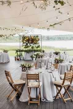 Wedding reception under tent | Summer wedding | http://fabmood.com #weddingreception #summerwedding