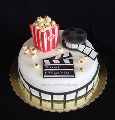 Torta de cine Movie Theme Cake, Movie Cakes, Cupcakes, Cupcake Cakes, Cinema Party, Hollywood Birthday Parties, Film Cake, Bithday Cake, Cake Decorating Videos