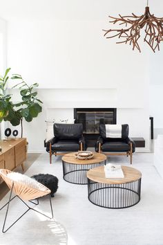 Minimal modern Atlanta living room on Thou Swell @thouswellblog