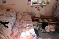 """ gue suka sama lo "" - Jesslyn "" ..... "" -Junho "" maaf tod doang kak … #fiksipenggemar # Fiksi Penggemar # amreading # books # wattpad Bedroom Inspo, Bedroom Decor, Bed Images, Images Photos, Pictures, Interior And Exterior, Interior Design, Room Goals, My New Room"