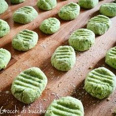 Gnocchi with zucchinni & potatoes - Recipe early summer dishes - The House of Flavors Popular Italian Food, Easy Cooking, Cooking Recipes, Gnocchi Pasta, Ravioli, Italian Food Restaurant, Gnocchi Recipes, Homemade Pasta, Food Humor