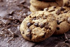"""When many people think of """"cookies"""" or """"baked goods,"""" they immediately think of chocolate chip cookies. Brownies, ginger-snaps, and sugar cookies are great, that's a . Chocolate Chip Pudding Cookies, Homemade Chocolate Chip Cookies, Italian Cookie Recipes, Easy Cookie Recipes, Cookie Light, Cookies Receta, Biscotti Cookies, Delicious Chocolate, Cookies Et Biscuits"""