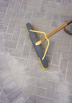 How To Lay a Level Brick Paver Patio. Laying a brick paver patio in your backyard is a low maintenance and beautiful way to create an al fresco. Concrete Patios, Brick Paver Patio, Paver Walkway, Patio Stone, Patio With Pavers, How To Lay Pavers, Paver Sand, Paver Edging, Outdoor Pavers