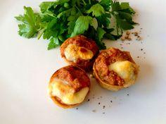 Mini tartaletas de trigo fritas con boloñesa gratinada, ideal para #catering