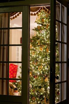 Christmas in Virginia at the Williamsburg Inn Oooh, by the french doors!