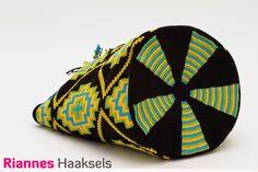 Wayuu mochila 'Kruis', het haakpakket is verkrijgbaar via http://rianneshaaksels.nl/26-wayuu-mochila-kruis Nummer 19 <3 #haken #Wayuumochila #doehetzelfvrouw #RiannesHaaksels
