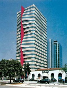Arquitetura contemporânea junta todas as tendencias e tecnicas arquitetonicas utilizados nos tempos atuais, sucedendo à arquitetura moderna. A Arquitetura pós-moderna é uma das mais recentes manife…