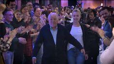 Inditex organizó un  flashmob  para su fundador, que no pudo evitar las lágrimas al ver a cientos de empleados