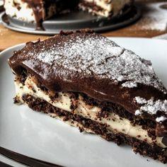 Low Carb Eclair Kuchen Rezept mit Schokoladenkekse Vanille Pudding und Schoko Glasur