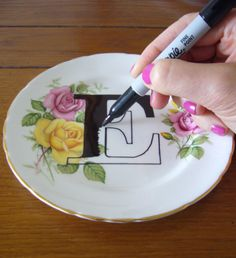 Pratos-com-iniciais-pintadas-para-decorar-6.jpg