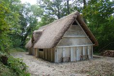 A reconstruction of an Anglo-Saxon hall house was constructed at the Museum from It is based on archaeological evidence from Steyning, from Anglo Saxon Houses, Medieval Houses, Anglo Saxon History, Tudor Kitchen, Hall House, House Extensions, Bushcraft, Carpenter, Exhibit