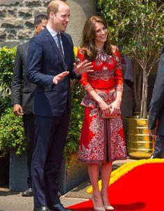 Kate Middleton Style & Fashion: The Duchess of Cambridge's Dresses Kate Middleton Prince William, Prince William And Catherine, Style Kate Middleton, Principe William Y Kate, Alexander Mcqueen, Bombay, Princesa Kate Middleton, Princesa Real, Style Royal