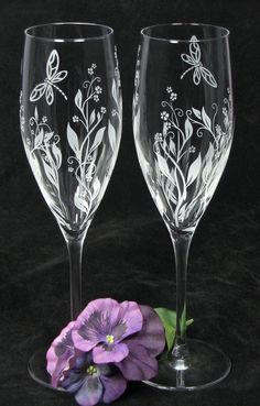 NEW 2 Personalized Champagne Glasses, Vine Dragonfly Wedding Decor, Gift for Couple, Bride and Groom