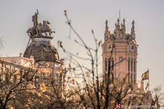 Alzar la vista en el Paseo Recoletos es una maravilla. Edificio de la Aurora Polar y Ayuntamiento de #Madrid © www.barriosdemadrid.net