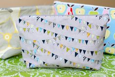 Make Up Bag Tutorial (extra large and has vinyl interior, so can be used as wet bag)