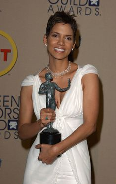 Halle Berry net worth is one of the highest among black actors beside the fact that she found it difficult to get the role because of skin color. Superbad, Black Actors, Sag Awards, Celebrity Gallery, Oscar Winners, Halle Berry, Pictures Images, Net Worth, In Hollywood
