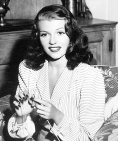 Rita Hayworth knitting #celebknitters
