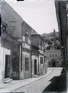 Virág Benedek utca, szemben a Rác fürdő. Old Pictures, Old Photos, Vintage Photos, Budapest Hungary, Homeland, Historical Photos, Tao, The Past, History
