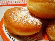 Lehet+lenézni,+lehet+utálni,+de+gyerekkori+kedvenceink+alapreceptjei+ebben+találhatók.            Minket+az+anyukám+a+húgommal+együtt+kistafírozott+egy-egy+példánnyal,+mikor+elköltöztünk+otthonról:+én+az+1986-os,+13.+kiadással… Hamburger, Bread, Cookies, Crack Crackers, Brot, Biscuits, Baking, Burgers, Breads