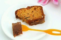 Eggless Whole Wheat Carrot Cake : Easy & Simple whole wheat cake! This carrot cake is soft, super moist and full of flavor! Egg Free Carrot Cake, Whole Wheat Carrot Cake, Fun Baking Recipes, Healthy Cake Recipes, Bread Recipes, No Bake Desserts, Dessert Recipes, Eggless Baking, Other Recipes