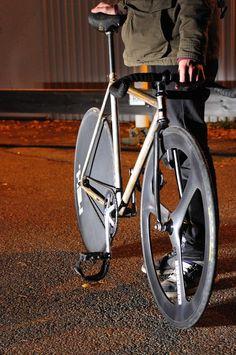 Really nice bike Fixi Bike, Fixed Gear Bicycle, Bicycle Race, Track Cycling, Push Bikes, Touring Bike, Bike Style, Bicycle Design, Cool Bikes