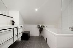 http://www.sfxit.com/wp-content/uploads/2014/04/Naturally-white-penthouse-Interior-with-Contemporary-Bathroom-Design-Used-Concrete-Tile-Floo...