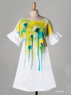 Who i admire - Mónica Muñoz. Dress Painting, T Shirt Painting, Fabric Painting, Hand Painted Dress, Hand Painted Fabric, Painted Jeans, Painted Clothes, Paint Shirts, Fabric Paint Shirt