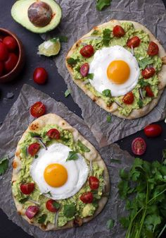 For a fun upgrade from avocado toast, start your day with this guac-topped naan Guacamole Breakfast Pizza pizza, where tomatoes and onions make it taste just like the classic dip. It's even finished off with a fried egg because why wouldn't you? Healthy Breakfast Recipes, Healthy Eating, Healthy Recipes, Healthy Food, Healthy Pizza, Vegetarian Breakfast, Healthy Breakfasts, Healthy Meals, Diet Recipes