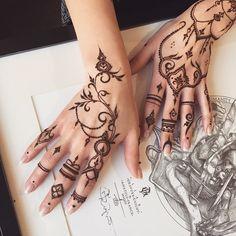 I have a dream work ❤️ Floral #henna glove & forefinger pattern #veronicalilu #mehndi