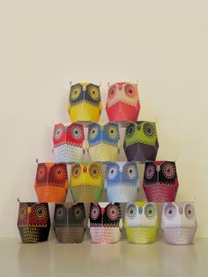 printable paper owls available here: http://www.3eyedbear.com/2011/01/14/owl/