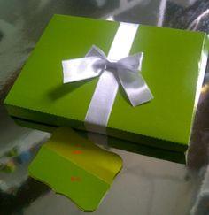 Caja para dulces Materiales : Cartulina , cinta ,  Aplique : tag+ lazo