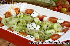 Sugestão de almoço super leve. É esta #Salada de Abobrinha Crua, é deliciosa, muito prática, fácil e super saudável!  #Receita aqui: http://www.gulosoesaudavel.com.br/2013/11/27/salada-abobrinha-crua/