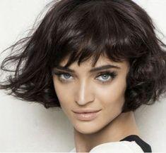 Фото модных причесок на средние волосы: ретро, гранж, геометрия, начес, химия