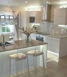 Top moderne skandinavische Küchen-Design-Ideen - Hints for Women Luxury Kitchen Design, Best Kitchen Designs, Luxury Kitchens, Interior Design Living Room, Home Kitchens, Cottage Kitchens, Grey Kitchens, Modern Interior, Home Decor Kitchen