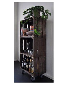 10 DIY ideas that can be made from old wooden boxes . 10 DIY ideas that can be made from old wooden boxes! Page 2 of 10 DIY craft ideas (Diy Outdoor) The post 10 DIY ideas that can be made from old wooden boxes . appeared first on Holz ideen. Old Wooden Crates, Wood Pallets, Pallet Wood, Diy Casa, Home And Deco, Home Projects, Craft Projects, Diy Furniture, Wooden Crate Furniture