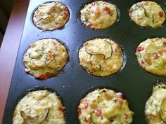 Muffinki bez mąki z sezonowymi warzywami, kaszą jaglana i filetem z indyka
