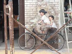 Stephen Steele Captures Smart Art in #Bangkok