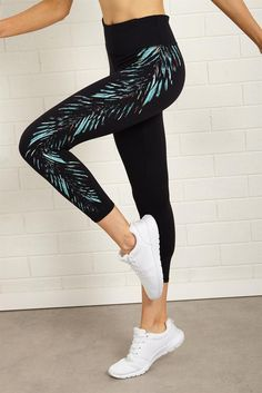 <p>RETRO CROP TIGHT</p>  <p>Meet our new Core CROP length workout legging.These Retro Crop Tights have all the pop of colour you need with geo inspired leg prints. Make sure you check out our matching crops and fresh new prints each season.</p>  <p></p>  <p>- 3/4 Length</p>  <p>- Medium rise</p>  <p>- Smooth flatlocked seams</p>  <p>- Super soft 4-way stretch fabric</p>  <p>- Moisture wicking keeping you cool & dry</p>  <p>- Wide flat waistband</p>  <p>- Interior waistband coi...