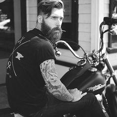 Badass biker with a badass beard. Sounds like he needs The Biker Badass Beard Balm Red Beard, Full Beard, Beard Love, Ginger Men, Ginger Beard, Bart Styles, Great Beards, Beard Tattoo, Tattoo Man