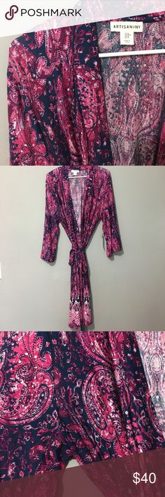 🔥2 HOUR SALE🔥NWT Robe Very beautiful robe. Brand new never worn. Still has tags. Not a thick robe but perfect for sitting on the porch drinking your coffee watching the sun rise😊brand is artisan. Victoria's Secret Intimates & Sleepwear Robes