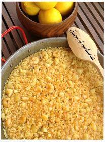 Ingredientes para 4 personas:   400 gr. de arroz.   1 sepia mediana.   200 gr. de gamba pelada.   1 ñora.   1/2 cebolla.   1 hoja de ...