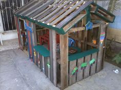 Cute pallet playhouse.?                                                                                                                                                      More