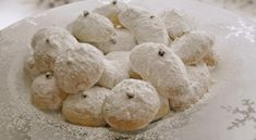 Favorite Greek Desserts and Pastries for the Holidays: Kourabiethes - Shortbread Cookies with Confectioner's Sugar and Almonds Greek Desserts, Cookie Desserts, Greek Recipes, Cookie Recipes, Greek Sweets, Party Recipes, Easter Recipes, Holiday Desserts, Holiday Treats