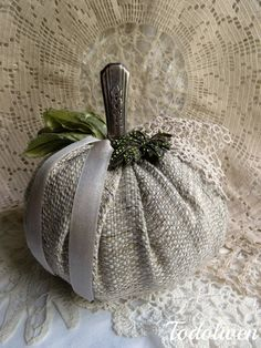 My second little pumpkin... this time a old knife handle has become the stem for it ..