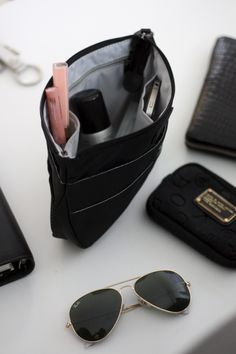 Homevialaura | What's inside my handbag | Insjö Inari bag in bag | cosmetics | Rayban Aviator | Marc by Marc Jacobs iPhone case