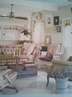 22 Decors With Vintage Home Accessories | Decor | Pinterest | Green ...