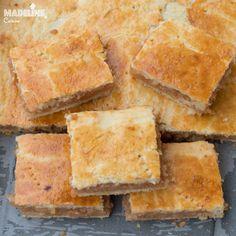 Placinta frageda cu gutui / Tender crust quince pie - Madeline's Cuisine Quince Pie, Sour Cream, Cornbread, Yogurt, Smoothie, Cooking, Cake, Ethnic Recipes, Desserts